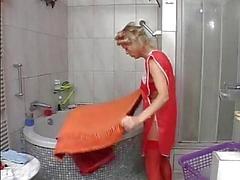 Sesy MOM N105 blond Duits volwassen met de plomber