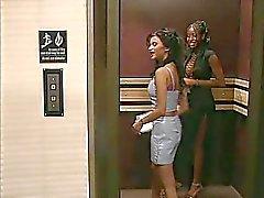 Vast te zitten in de lift