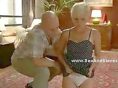 Blonde consigue su culo follada por un macho y mujer que su médico tener en camisa de fuerza