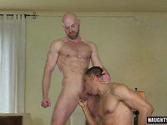 Latin Homosexuell Flip Flop und Gesichtsbehandlung