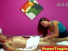 masseuse asiatique Busty pris cockriding