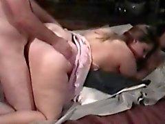 Seks-açlığı BBW kaltak derin nüfuz için uyluk yayılır
