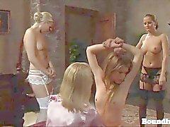 Una hijo adolescente checa lesbiana enseño demás en de lencería