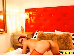 British Babe in a Sizzling Hot Solo Cam Show