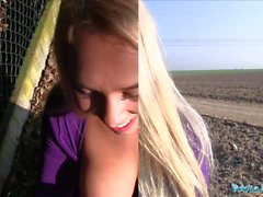 Agent public Teen blonde Briana Bounce avec de vrais gros seins