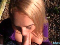 Agente pubblico teenager bionda Briana rimbalzo con veri grandi tette