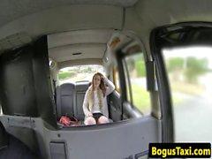 Client de taxi Poilu devient sperme dans son manchon la pau