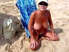 Donna di Spanish con grandi tette a Spiaggia nudista !