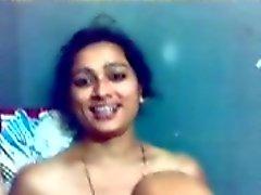 Indiano ragazza consentirle BF su pellicola le sue tette , Figa che