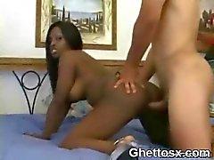 Wild Big Hölmö Musta Afro Slut Pussy Fucked Hardcore makuuhuoneessa
