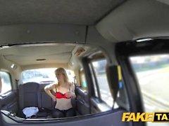 Поддельные Вызов такси возбуждённый Голландия блондинка любит кран