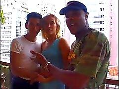 Casal afro-americana e brasileira - Cuckold Interracial