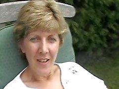 Storbritannien Sara , skoj i trädgården
