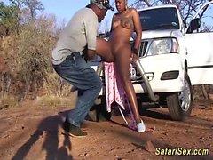 Paffuto africano babe scopata al mio safari