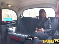 Taxi Fausse Saucy chaude brune aime coq tchèque