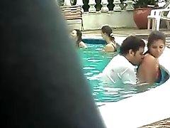 Пол в бассейне.