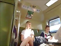Upskirt Vaaleat teini Train