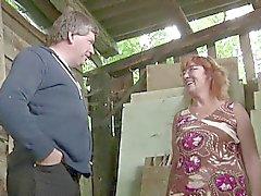 Mom Milf alemão e pai Foda-se ao ar livre na fazenda