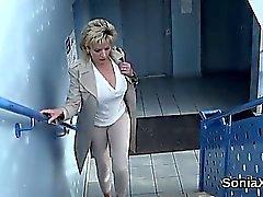 Adulterous britische Milf Kiemen ellis zeigt ihre enorme tittie