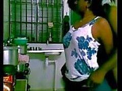 Desi svåger knullar syster i lag i köket längre till gspothub