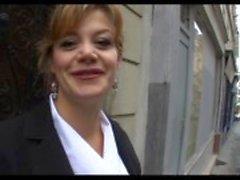 Marylin een mooie Franse volwassen analfucked in kousen