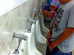 regarder buddy dans les toilettes