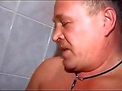 Potelé ours de baiser garçon de