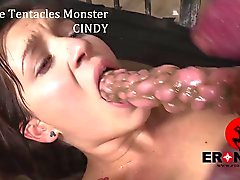 The Monster los tentáculos a Cindy Loarn