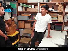 YoungPerps - Guy latino utilizzato dalla guardia di sicurezza