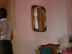 Brit lezbiyen kedi yiyor