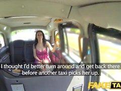 Taxi Falso Ammollo sborrata bagnato per bruna caldo sul primo appuntamento in taxi