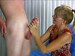 Masturbación con la mano impresionante con el Ending Humorístico