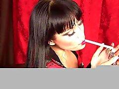 Avena Lee - Fetiche de fumar em Dragginladies