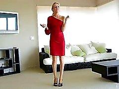 Emily mooie sexy blonde masturbeert