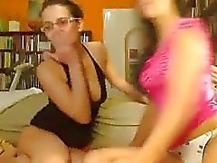 Two Webcam Lesbiana cogida En de Strapon