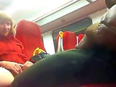 Musta kukko junassa Putney - Pussy