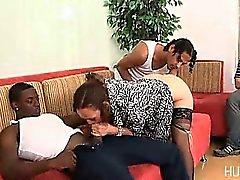 Nomi sposa scopare da di due cazzi neri mentre lui guarda