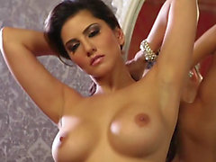 Hawt Indian mama Sunny Leone receives absolutely exposed