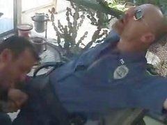 Rapporti sessuali con I poliziotti fumatori sigaro