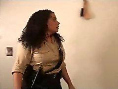 Америки женщина Копы Играя это жестко и грубо