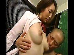 şımarık göğüsler ile keyifli Asya öğrenci derin alır