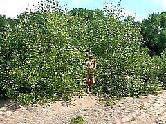 2 amatrices francaise nuditee en public route du vin 10