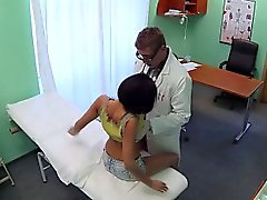 Doutor que fode do paciente sexy hospitalar falsificação