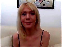 blonde total Mütter harten Bang