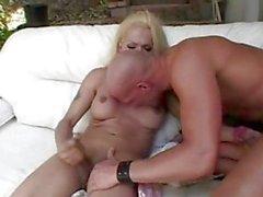 TS Brenda deepthroating
