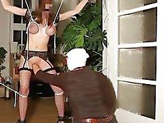 Brutal Faust gefickt zu Hobby vollbusige Slave