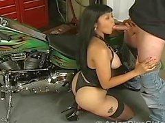 Asian Diva Girls - Aventuras Asiáticas Pt-1: Biker Babe Mika Tan