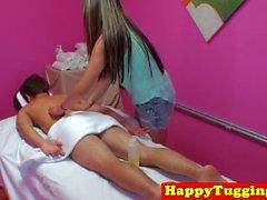 masseuse asiatique pussyfucked avant saccadés
