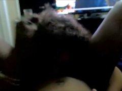Petite Ebony nerd adolescente ottiene la figa mangiata fino all'orgasmo urlando