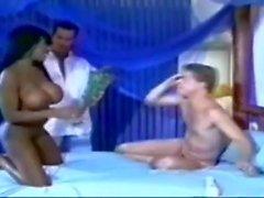 Sexy Ebony baisée par les bi-guys